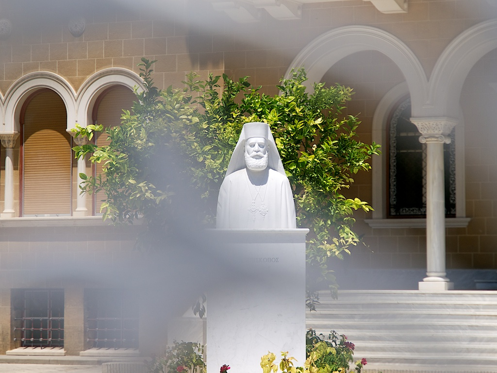 Erkebiskop Makarios, Kypros sterke mann i konflikten mellom Tyrkia og Hellas.