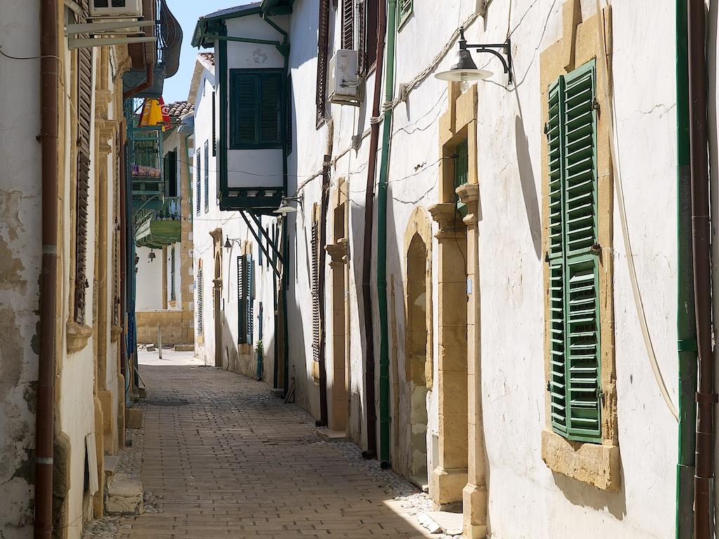 Trange forfalne gater i Arab Ahmed.