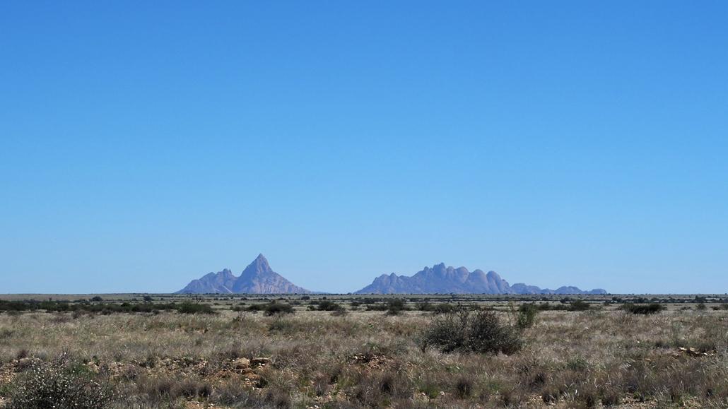 """Det er en grunn til at fjellene i bakgrunnen har fått navnet """"Spitzkopfe"""". Foto ©2014 Geir Ertzgaard"""