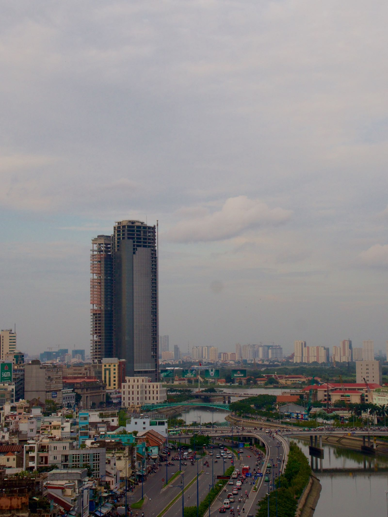 Saigon Skyline - turistbildeversjonen sett fra Sunland ved Saigon River. Foto: Geir